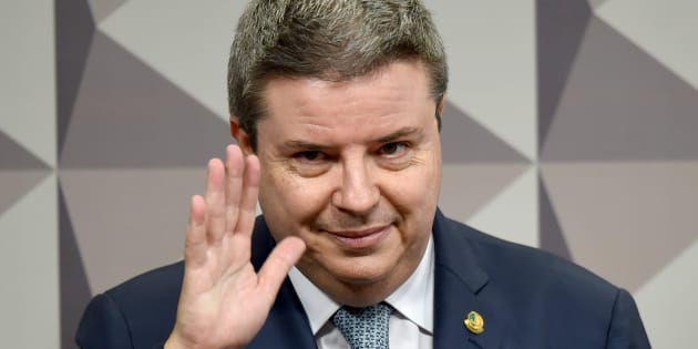 Aliado de Aécio Neves, Antonio Anastasia pode desistir de candidautra ao governo de Minas Gerais.