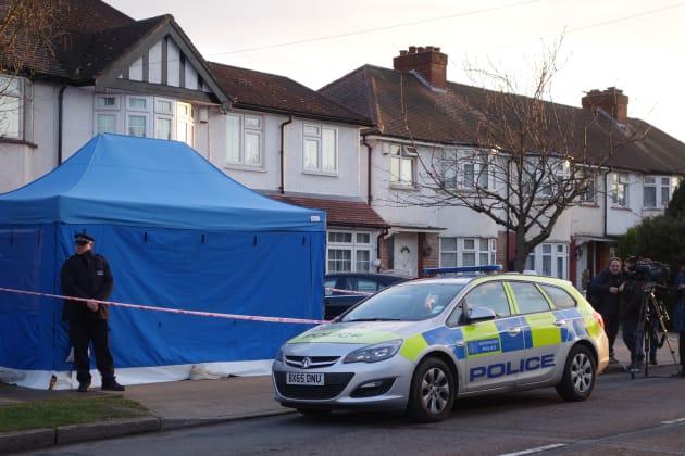 捜査を受けるグルシュコ氏の自宅=3月13日、ロンドン