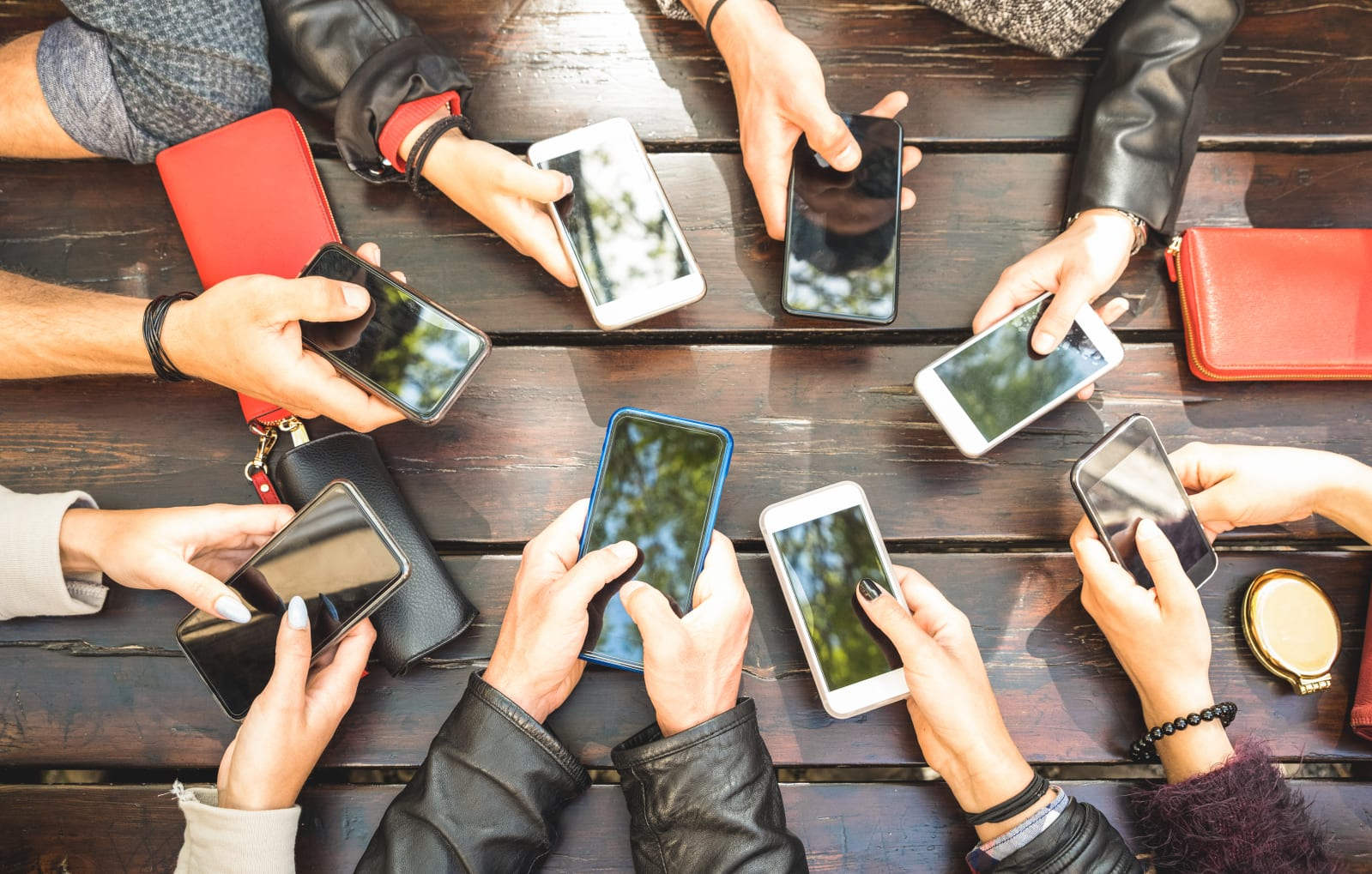 People group having addicted fun together using smartphones - Detail of hands sharing content on social network with mobile smart phones - Technology concept with millennials online with cellphones