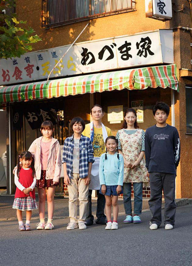 映画「こどもしょくどう」。主人公ユウトは藤本哉汰、ユウトの両親は吉岡秀隆、常盤貴子が演じる