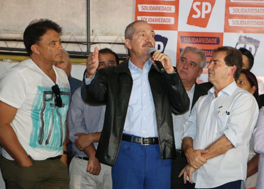 Aldo Rebelo discursa ao lado do líder do Solidariedade, deputado Wladmir Costa, e do presidente do partido, deputado Paulinho da Força.