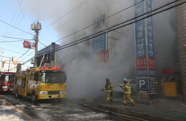 火災が起きた韓国南部・密陽の病院。(2018年01月26日)