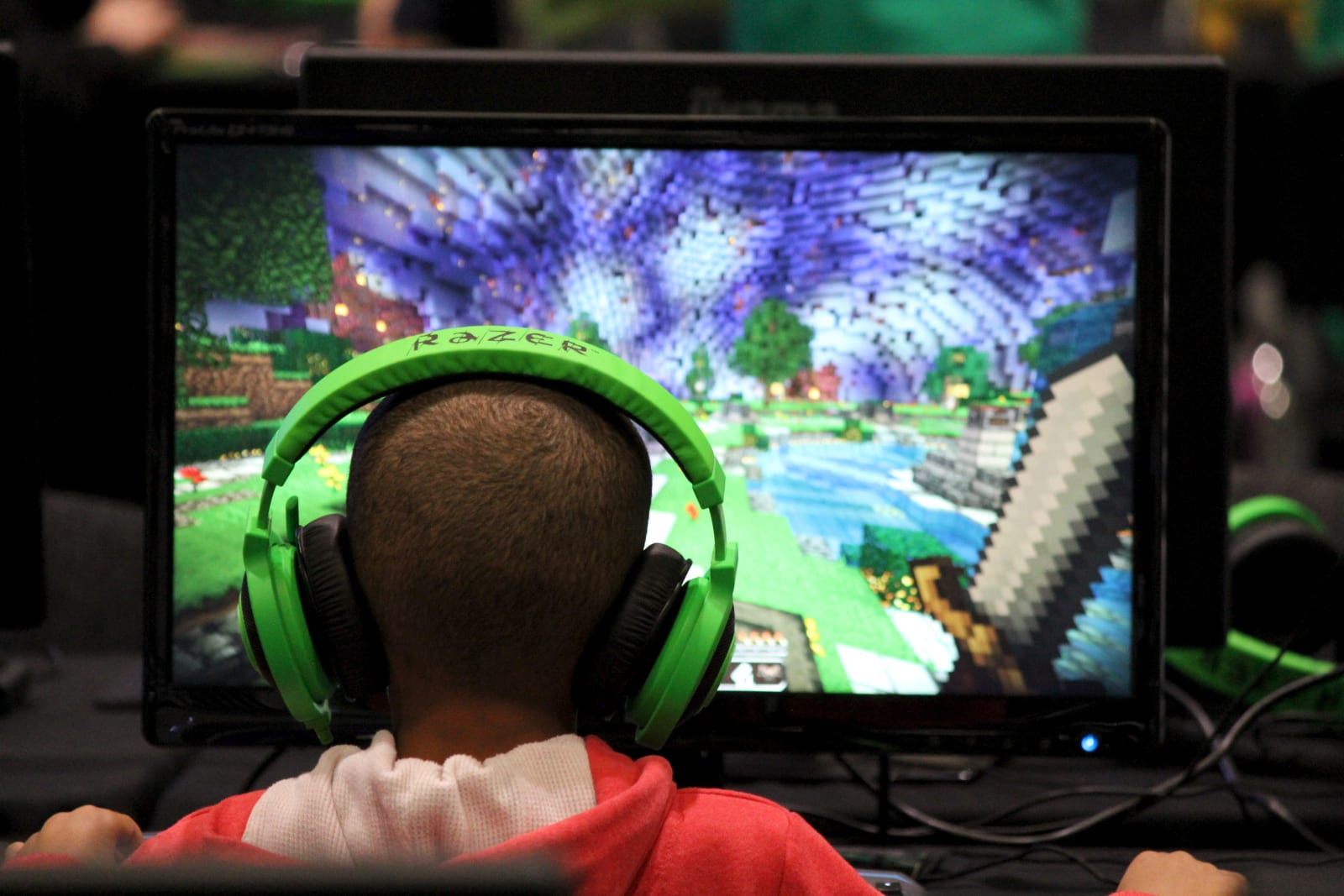 Minecraft Cross Play Is Here For Mobile Pc Switch And