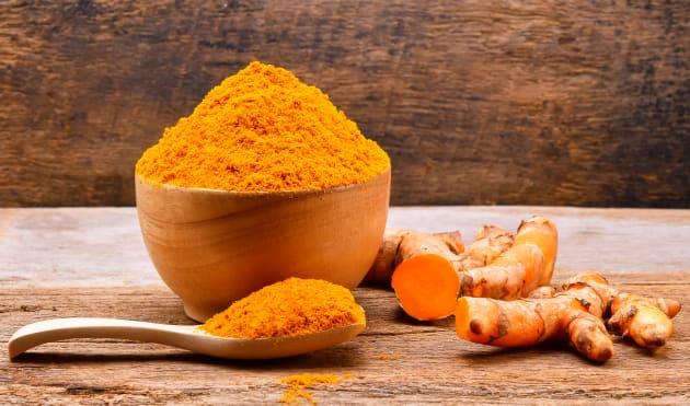 La cúrcuma tiene propiedades antiinflamatorias y que ayuda a incrementar la salud cardiovascular.