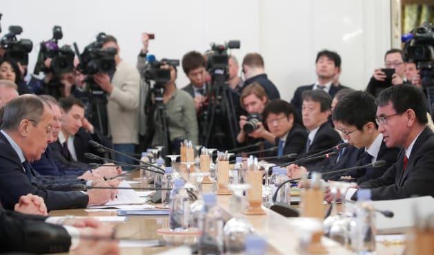 1月14日、モスクワで開かれた日ロ外相会談