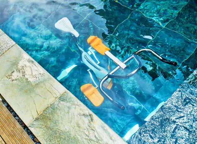 Le sport dans l'eau peut faire du bien à vos articulations, mais pas