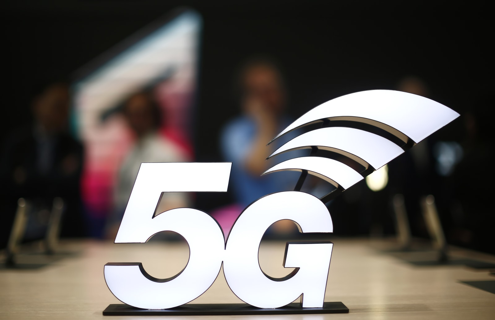FCC chairman wants to open mid-band airwaves for 5G