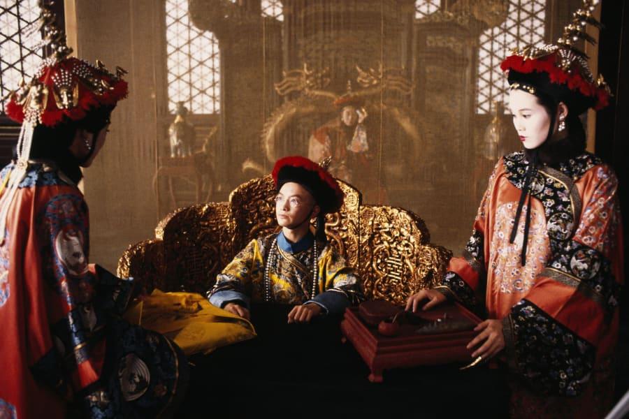 映画「ラストエンペラー」より。中央がジョン・ローン演じる宣統帝時代の溥儀。 (Photo by CHRISTOPHE D YVOIRE/Sygma via Getty Images)