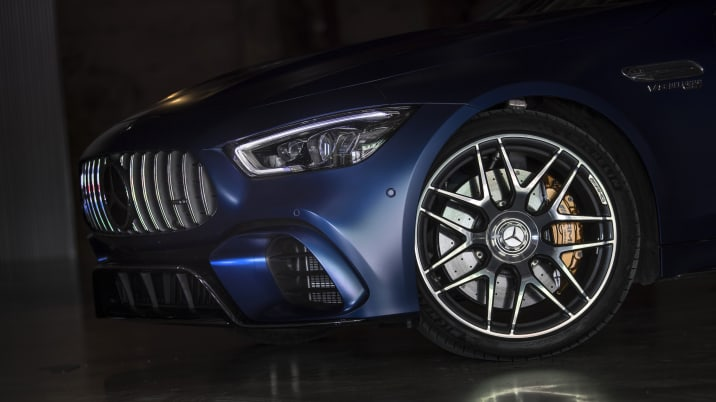 Mercedes-AMG GT 63 S 4MATIC+ 4-Türer Coupé, designo brillantblau magno; Leder Exklusiv Nappa/Mikrofaser schwarz/rote Ziernähte; Kraftstoffverbrauch kombiniert: 11,2 l/100 km; CO2-Emissionen kombiniert: 256 g/km //Mercedes-AMG GT S 4MATIC+ 4-door coupe, designo brilliant blue magno; Exclusive Nappa leather/ micro ber black/red topstitching; Fuel consumption combined: 11,2 l/100 km; CO2 emissions combined: 256 g/km