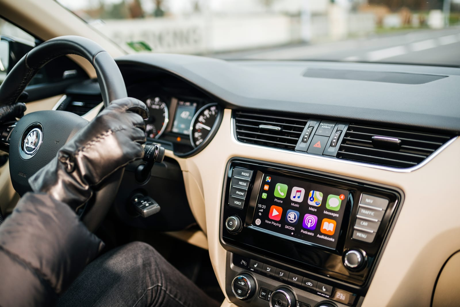 Your library's audiobook app now supports Apple CarPlay | Apple iOS