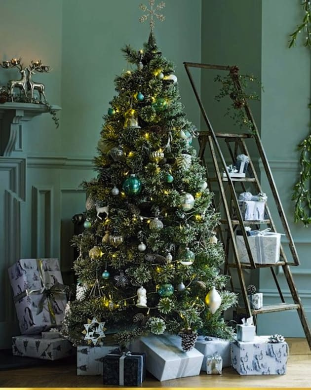 イギリスのクリスマスツリー(M&S広告より)