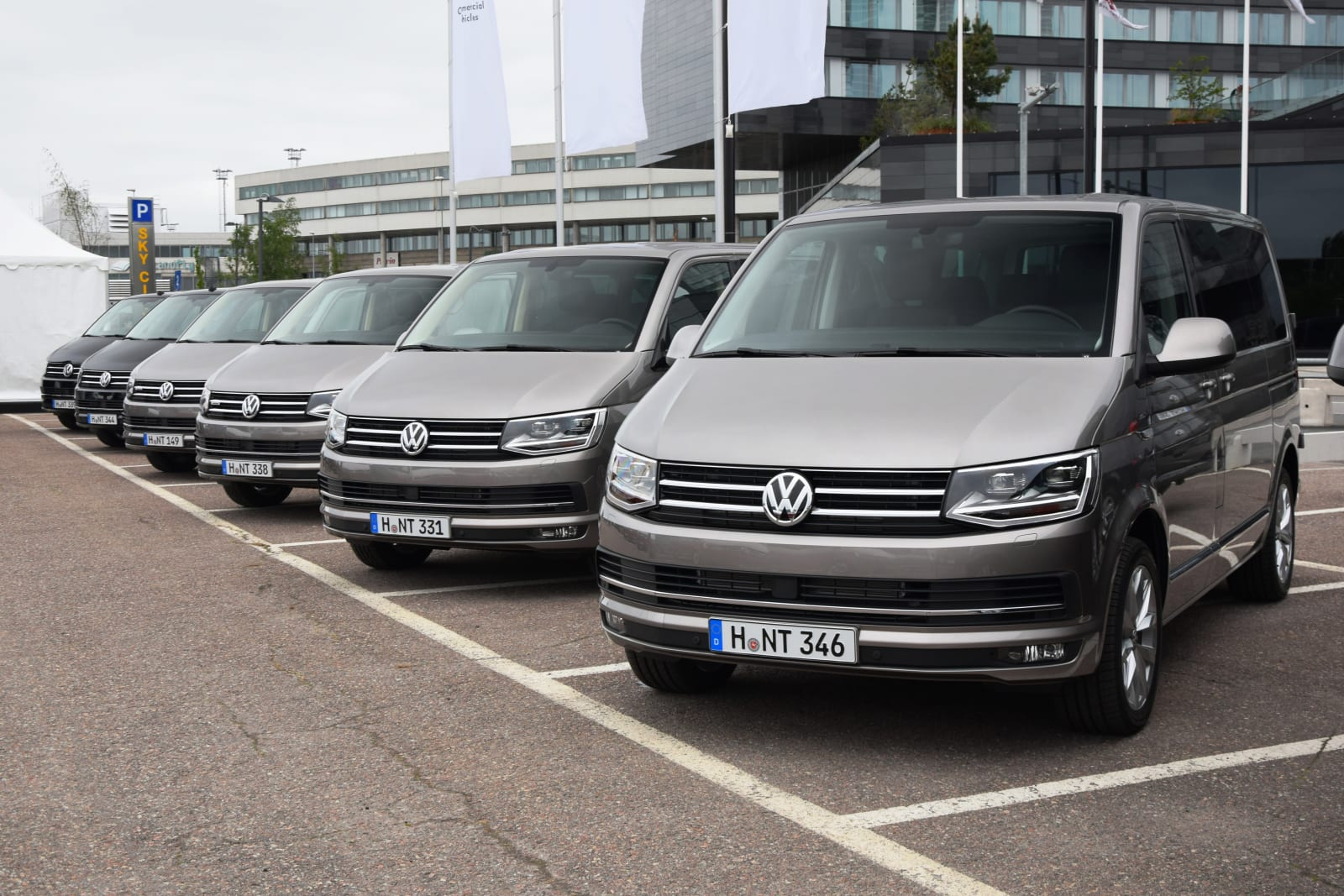 NYT: Apple teams up with VW for self-driving shuttle vans