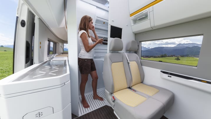 VW California Xxl >> Vw California Xxl Is The Camper Van Of Our Dreams Autoblog