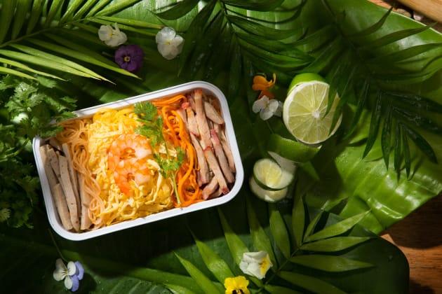 人気メニューのひとつ、シンガポール風ヌードル 。※機内食・ドリンクなどはオプションでの提供