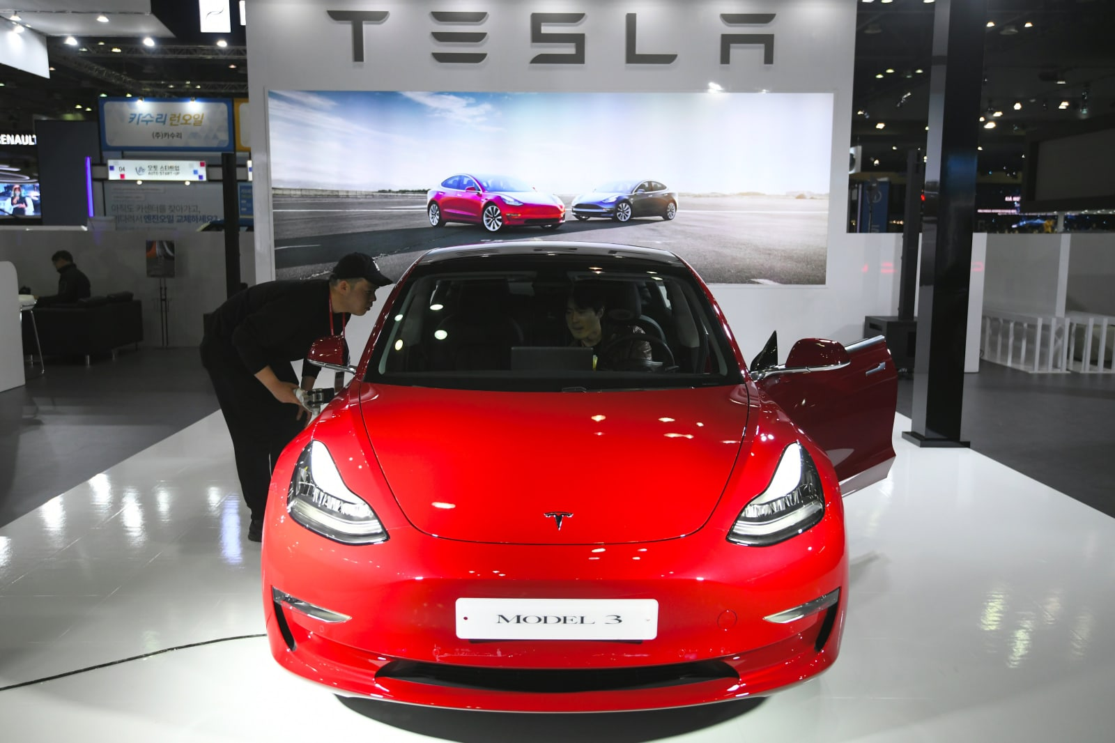 Tesla is quietly developing its own EV battery cells