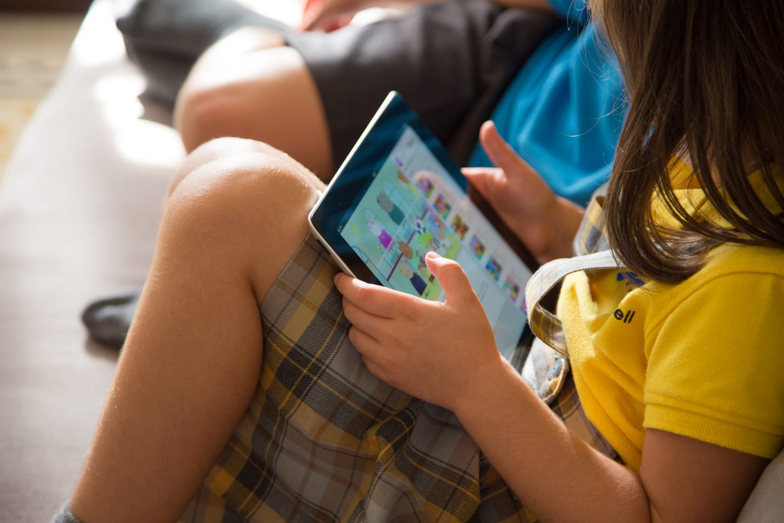 Senator presses FTC to require stricter child protections from YouTube