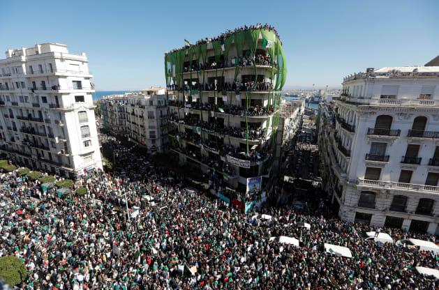 अल्जीरिया में, बुउटफ्लिका के राष्ट्रपति चुनाव से हटने से कुछ भी नहीं बदला है