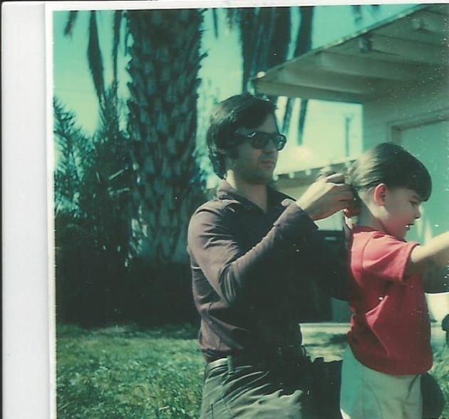 幼少時代のジェン・カーソンと、父親のジム・カーソン