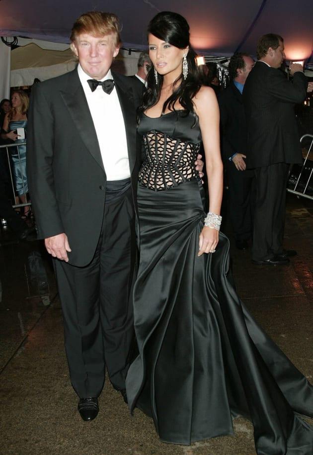 トランプと当時ガールフレンドだったメラニア・ナウス。2004年のMETガラにて。
