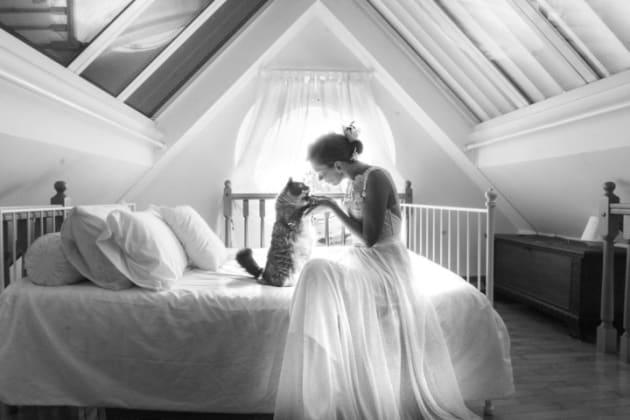 マリアンナ・ザンピエーリさんと愛猫のアーサー、結婚式の後に一緒に撮影した