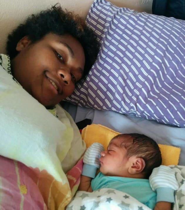 産後の避妊についての病棟巡回指導の際に出会った出産を終えた女性とその赤ちゃん