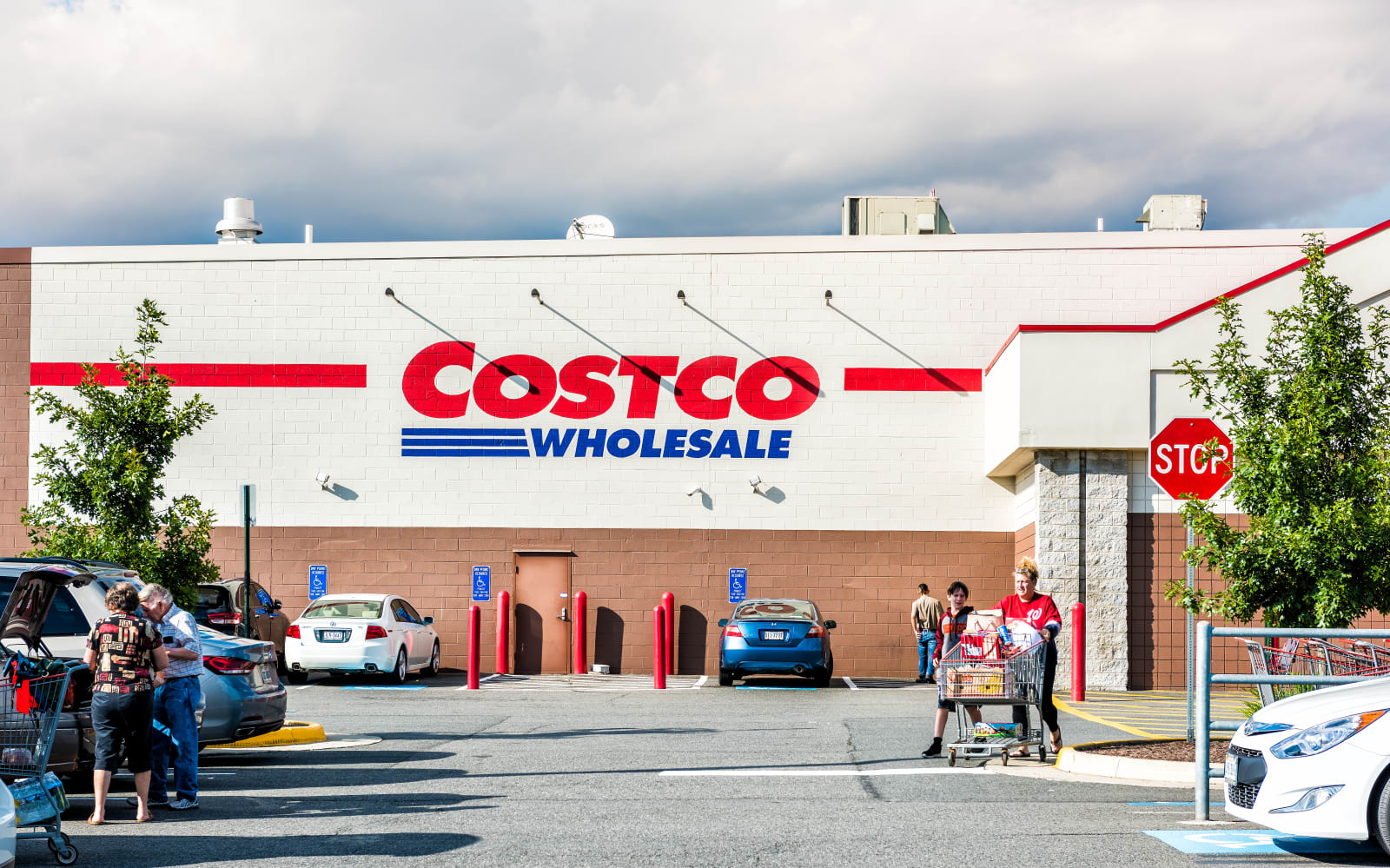 costco introduction Operating more than 740 membership warehouse stores, costco is the nation's largest wholesale club operator (ahead of wal-mart 's sam's club)primarily under the costco wholesale banner, it serves more than 90 million cardholders in 44 us states, washington, dc, and puerto rico, as well as in australia, canada, mexico, the uk, japan, south korea, taiwan, and spain.