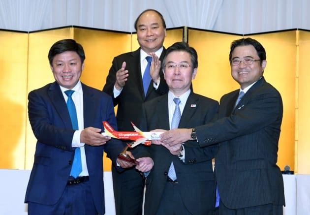 2018年10月10日に開催されたベトナム投資カンファレンスにて、日本~ベトナム間3路線の就航記念セレモニーを行った。ベトナムのグエン・スアン・フック首相(2列目)、観光庁長官 田端 浩氏(右から2番目)、ベトジェット理事会副議長 グエン・タイン・フーン(左から1番目)