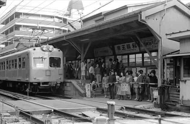 営業最終日の旧幡ヶ谷駅 (1978年10月30日)