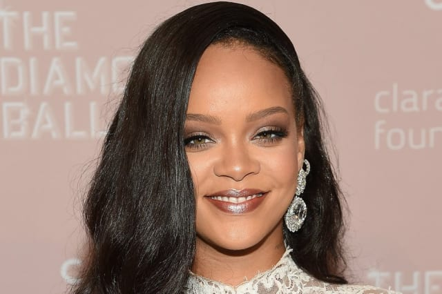 Rihanna Trolls Her Fans Who Want Her Album Out Now with Hilarious Meme: 'It Was All a Lie'