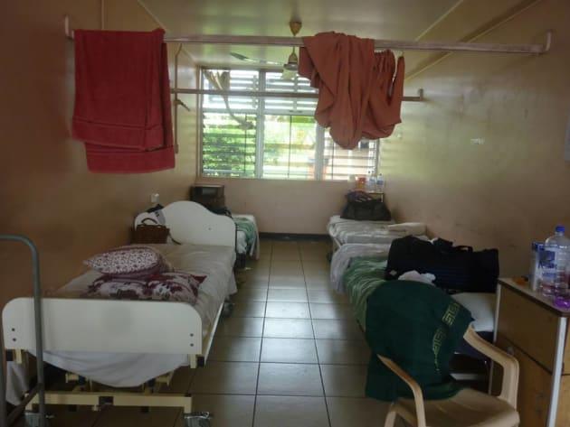 病室の一角。カーテンが仕切られている様子を見たことがありません。