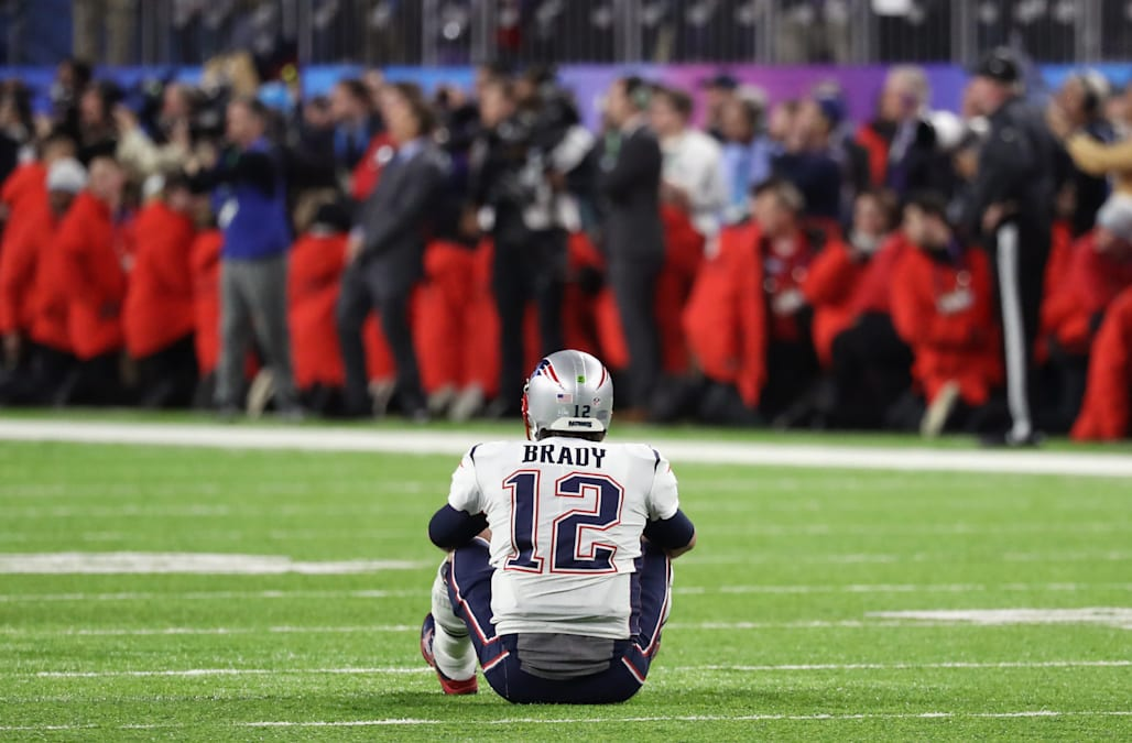 2 photos sum up Tom Brady s heartbreaking night after Super Bowl heroics  fall short 990c3bdfe