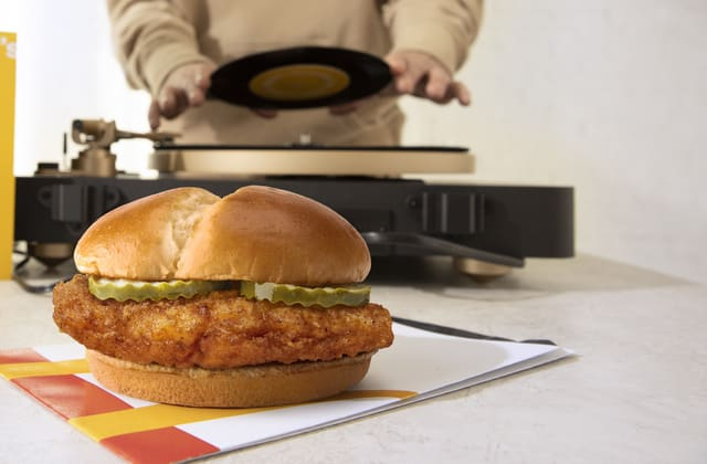 Another major food chain has entered the chicken sandwich war