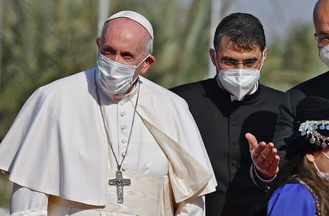Pope Francis arrives in Iraq despite rising tensions, pandemic