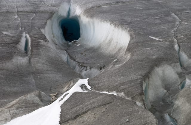 Scientists stunned by huge mysterious hole in Antarctica