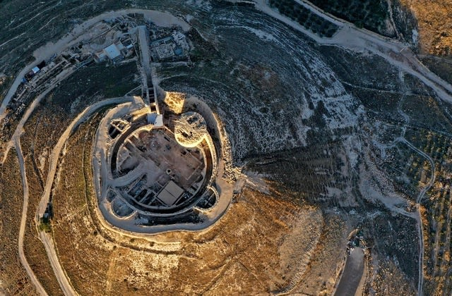 What experts discovered in ancient king's fortress