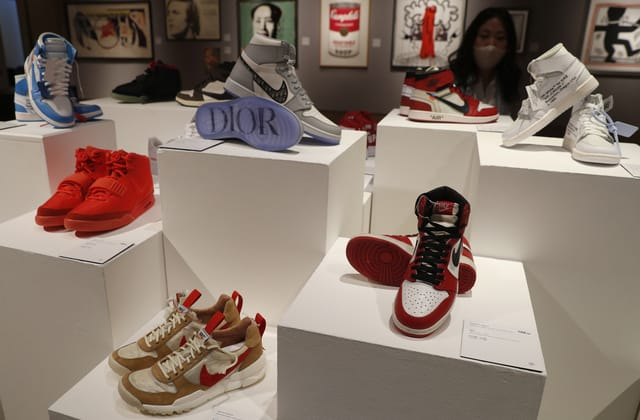 Nike VP resigns after report on son's lucrative business