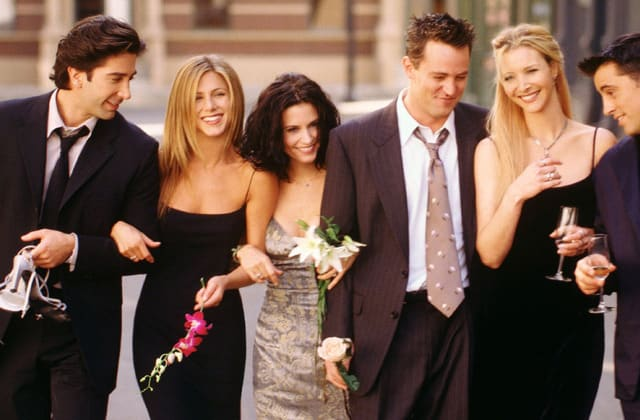 Fan points out Jennifer Aniston does this 1 thing before speaking on 'Friends'