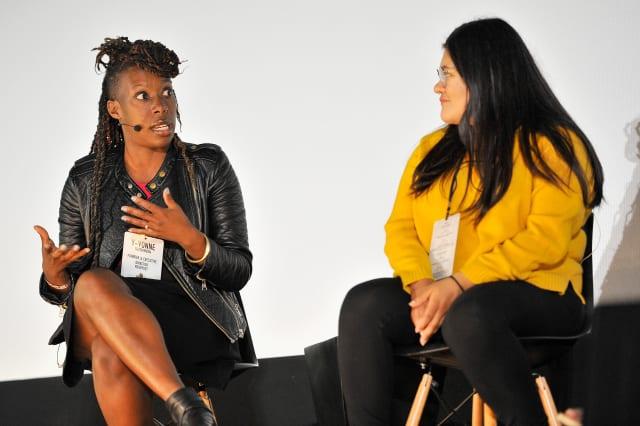 SAN FRANCISCO, CA - 06 juin: Y-Vonne Hutchinson, à gauche, et Jennifer Morales participent à une table ronde à Alamo Drafthouse New Mission le 6 juin 2017 à San Francisco, Californie. (Photo de Steve Jennings / Getty Images pour TechCrunch)