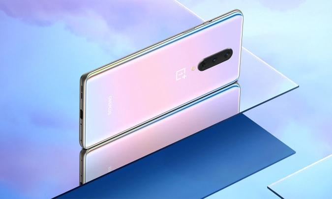 """OnePlus 8 in """"Interstellar Glow."""""""