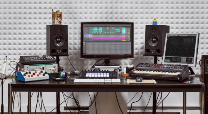 Ableton Live 10 audio production software.