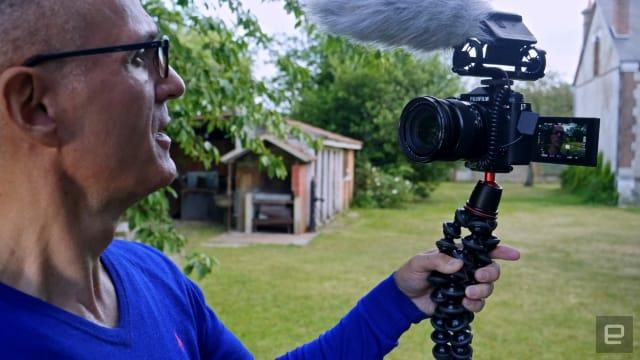 Fujifilm X-T4 mirrorless camera vlogging