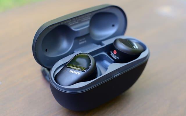 Sony WF-SP800N earbuds