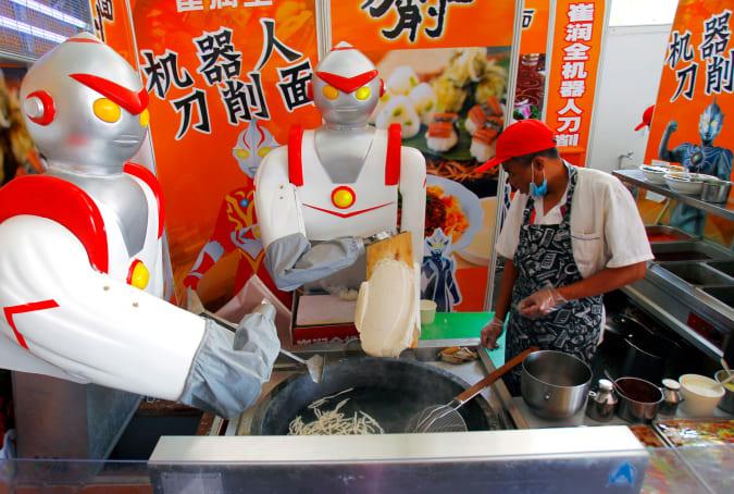 noodle-cutting robot