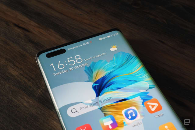 Hands-on images of Huawei's latest flagship smartphone the Mate 40 Pro running EMUI 11 and packing incredible cameras.
