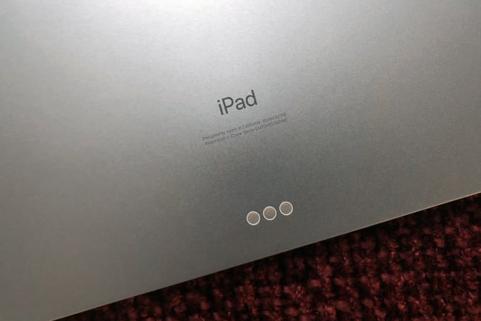 The Smart Connector on the 2020 Apple iPad Air.