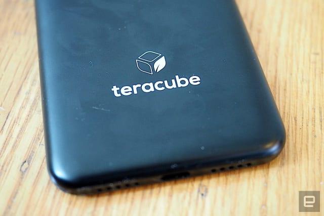 Teracube 2e est un smartphone Android de milieu de gamme avec une batterie remplaçable par l'utilisateur, un boîtier biodégradable et une garantie de quatre ans.