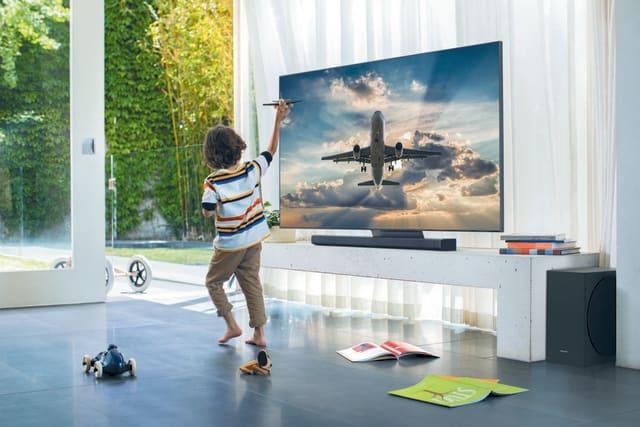 Samsung Q90T smart TV
