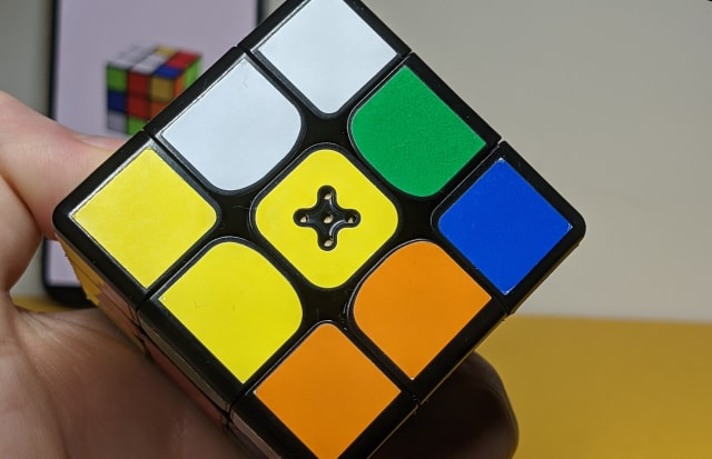 Connected Rubik's cube and app