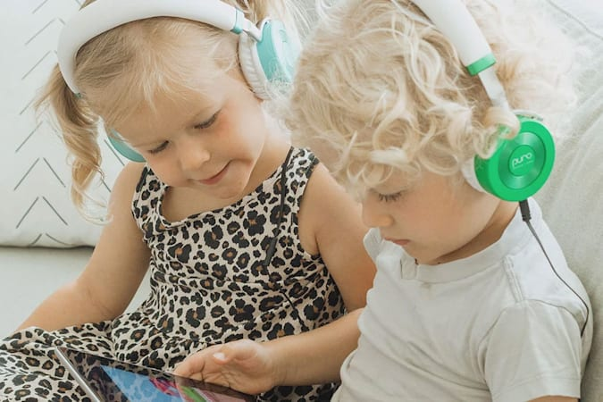 Image of two children wearing Puro's kid-friendly Junior Jams headphones