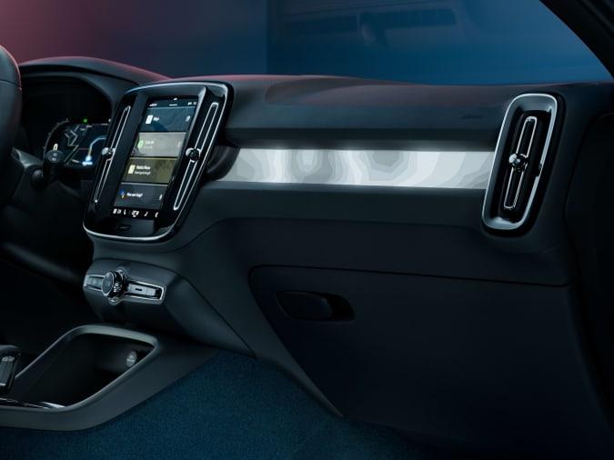 Charging Volvo C40